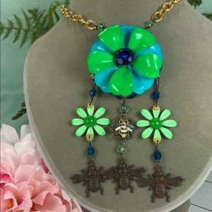 ⭐️Adorned Crown assemblage flower & bee necklace